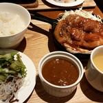 東京オーブン - 宮崎まるみ豚の厚切りステーキ + 十勝ハーブ牛カレー付(1100円)
