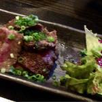 炉端dining ろい - 宮崎牛A5ランク 黒毛和牛肩ロースの炭火焼 980円