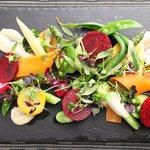 野菜のサラダ ニンニクとアンチョビのソース