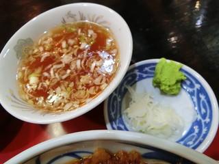 つる岡 - スープと薬味