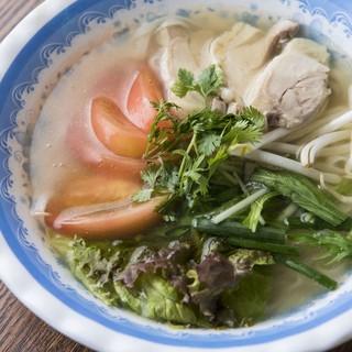 日本初の自家製麺フォー