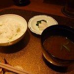 野菜割烹 あき吉 - 蕗ご飯、香の物、赤だし