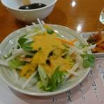 東京飯店 - ランチのサラダ