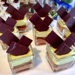 ジ・アトリウム - ピスタチオとチョコレートのクロッカン@ピスタチオにチョコレートガナッシュとざくざくプラリネ