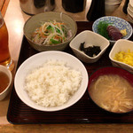 かぶき - 日替り定食(500円)とウーロン茶