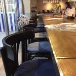 ワイン食堂イナセヤ MARE - カウンター席はこんな感じ