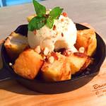 マスタング東京 - バニラアイス&ナッツのフレンチトースト
