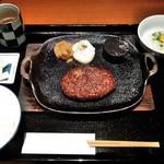 ハンバーグ&ステーキ 黒毛和牛 腰塚 - [料理] 腰塚のタルタルハンバーグ セット全景♪w (味噌汁の蓋を取る前)