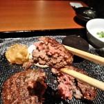 ハンバーグ&ステーキ 黒毛和牛 腰塚 - [料理] ハンバーグ ひと口大 アップ♪w