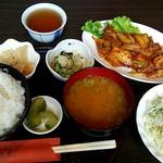 居酒屋とり串 - 料理写真:日替りランチ(木曜) 豚キムチ ¥734