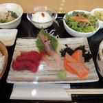 7065054 - 本日のおすすめ定食 800円