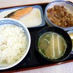 吉野家 - 牛鮭定食