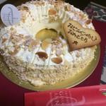 70654674 - 平成28年秋の誕生日に相方さんが買ってきた!                       バターケーキ 1ホール!