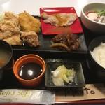 鳥彦 - 幕の内定食900円+女性サービスサラダ