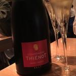 70657212 - グラスシャンパンで乾杯!