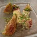 70660287 - 水茄子のクルスティアンで巻いた魚肉ソーセージ 佐渡ケ島小木の青いちぢくとオマールのサラダ添え