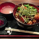 炭火焼やきとん 焼鳥 誠義屋 - 焼き鳥丼(750→500円)