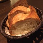 クナイペ ゲンゲンバッハ - 食べ放題のブルーデルのパン