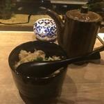 円居 - 炒めたガーリックライスを和風だしでお茶漬け風に。