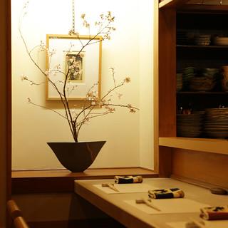 茶室を連想させる落ち着いた空間で、ゆったりとお食事を。