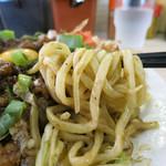 肉汁麺ススム - 食べ応えのある極太全粒麺