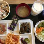 バジェットイン掛川 - 料理写真:バイキング方式の朝食