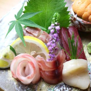 """毎日市場で仕入れる""""天然の鮮魚"""""""