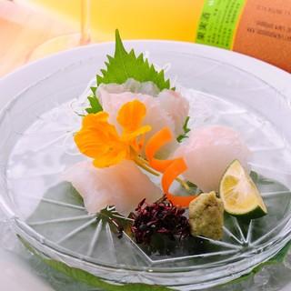 地元のお野菜や天然物の旬魚を使用した和食。職人技に脱帽…。