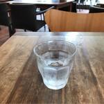 70666283 - 冷たい水。                       美味し。
