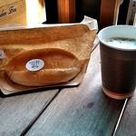 パン屋のオヤジ - 蜂蜜&クリームチーズ180円とドトール自販機の珈琲100円