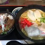 べにはま - 沖縄そばと豚丼