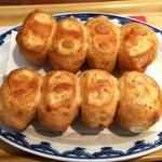 丸金餃子 - 餃子は8個ですがかなりのボリュームが