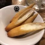 東京MEAT酒場 - 燻製モッツァレラのアンチョビ春巻き