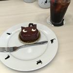 シャ・ノワール - 料理写真:ケーキSET(シャ・ノワールとICEコーヒー) ¥600