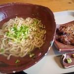 いしぐふー - 料理写真:炙りソーキそば(普通盛, あっさりカツオ出汁)