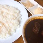 ビストロべっぴん舍 - 黒のべっぴんカシミールカリー(880円)