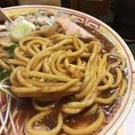 70677816 - 麺は(自家製)ストレート太麺。硬めで美味しいです。