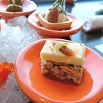 70677901 - 雷おこしの名品「古代」の上に、シャラン=ポワトゥ・バター、スペイン産のアンチョビ、青唐辛子の酢漬け