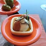 70677908 - モナカの皮の上にクリームチーズ、ラベンダー、塩昆布、アーモンド、丹波黒豆