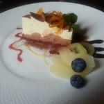 アニバーサリー - デザートセット(ケーキとドリンクで¥590)のケーキ