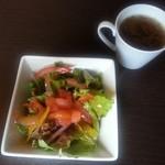 アニバーサリー - ランチのサラダとオニオンスープ