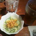 7068281 - セットのサラダとウーロン茶