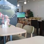 ai cafe 54 - 明るくてスッキリとした店内。