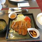 大衆バル O-KINI - SPF豚のトンカツ500円