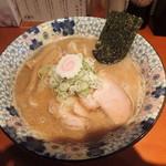 麺処 武壱 - 「豚白湯 こってりスープ中太ストレート麺 魚介豚骨醤油 830円」