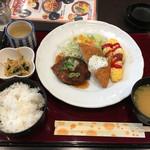 ラ・ポッシェ - 日替わりランチ 730円       ハンバーグ、サーモンフライ、オムレツ