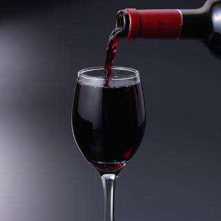 リーズナブルに楽しめるこだわりのワインが充実!