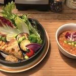 アールケイ ガーデン - ローズマリー風味のジャガイモのガレットと焼き野菜
