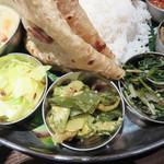 106 サウスインディアン 福岡天神店 - ポリヤルは野菜ごとに味付けが違うので、食感や変化を楽しめます。