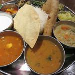 106 サウスインディアン - トマトスープ風のラッサム・サンバル・クートゥ。